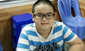 Cậu bé 10 tuổi chỉ mới học lớp 2 vì hoàn cảnh gia đình