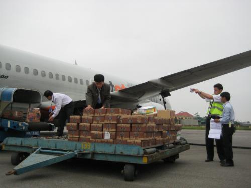 Hàng hóa cứu trợ được ưu tiên vận chuyển trên các chuyến bay của Vietnam Airlines, Jetstar Pacific, Vasco