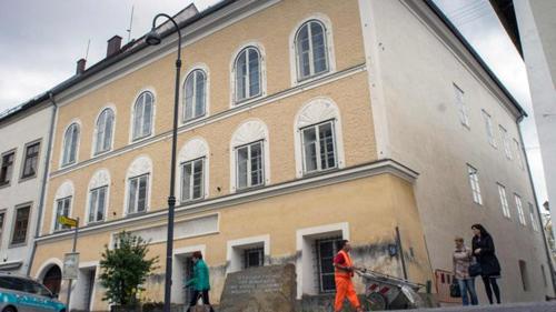 Tòa nhà nơi Hitler chào đời năm 1889 ởthành phốBraunau am Inn, Áo. Ảnh: AFP