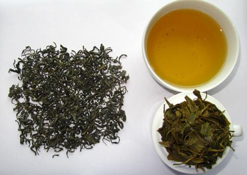 Nước trà có màu vàng như mật ong, mới uống sẽ thấy đắng nhưng sau đó lại thấy ngọt. Ảnh: thiensontra