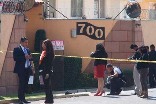 Hiện trường án mạng trước nhà thẩm phán Vicente Bermudez Zacarias. Ảnh: Reuters.