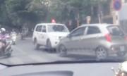 Tài xế ôtô chặn đầu xe cứu thương vượt lấn làn