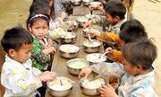 Bữa cơm có thịt cho trẻ nghèo vùng cao