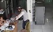 Ảo thuật trộm điện thoại trước mặt cô gái