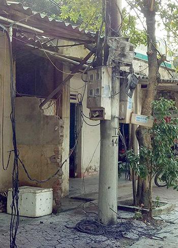 no-dong-ho-dien-nhieu-nguoi-hoang-loan-thao-chay-1
