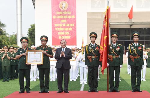 thu-tuong-trao-huan-chuong-hang-nhat-cho-hoc-vien-chinh-tri-1