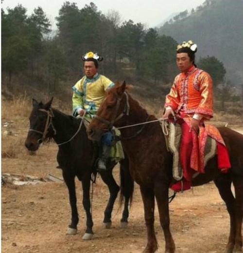 Dùng diễn viên nam đóng thế cho những cảnh cưỡi ngựa nguy hiểm như trong Bộ bộ kinh tâm.