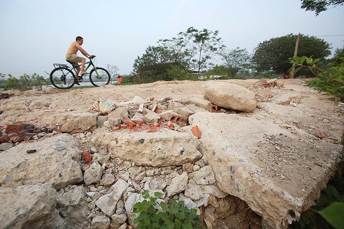 Đê sông Nhuệ vừa hoàn thành đã nứt vỡ