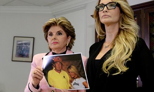 Luật sư Gloria Allredvà Drake tại cuộc họp báo hôm 22/10 ởLos Angeles, California,