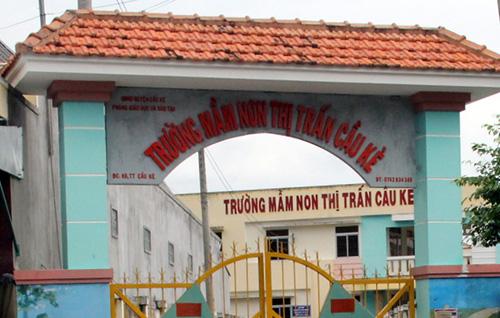 be-gai-3-tuoi-khoc-thet-trong-tran-don-cua-bao-mau