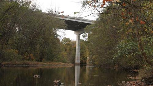 cầu cao tốc Wanaque, nơiôngJohn Spincken đã cố tình ôm hai con nhỏ