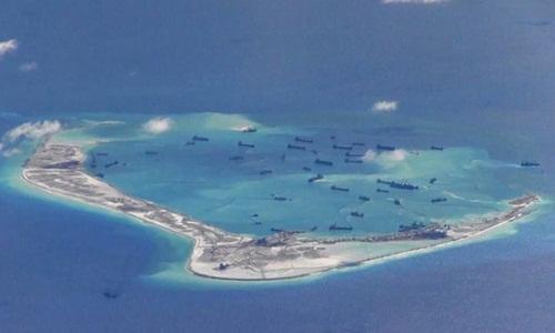 Hoạt động bồi đắp đảo nhân tạo trái phép của Trung Quốc ở Biển Đông. Ảnh: Reuters