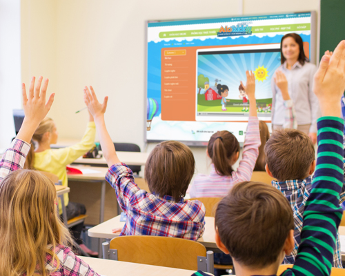 Với phương pháp Blended Learning, trẻ không chỉ học trên lớp mà có thể tiếp tục rèn luyện tại nhà.