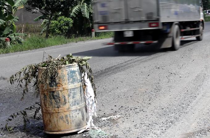 Quốc lộ 3.400 tỷ đồng ở miền Tây dày đặc 'ổ trâu'