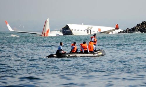 Myanmar đang điều tra vụ máy bay chưa rõ nhận dạng bị rơi xuống biển. Ảnh minh họa: Reuters.