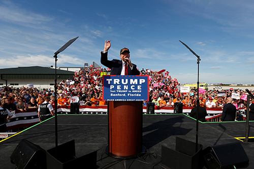 [Caption]Republican U.S. presidential nominee Donald Trump rallies with supporters at the Million Air Orlando airplane hangar in Sanford, Florida, U.S. October 25, 2016. REUTERS/Jonathan Ernst