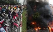 Hàng nghìn người dân dựng xe máy xem cháy nhà hàng, karaoke Hà Nội