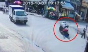 Tên cướp điện thoại kéo lê cô gái trăm mét trên phố Sài Gòn