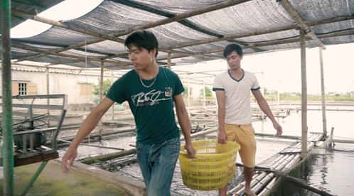 Người dân Nghĩa Hưng đang tham gia sản xuất cá bống bớp. Ảnh: bizmedia