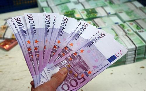 Ngân hàng Trung ương châu Âu hồi đầu năm nay đã quyết định ngừng phát hành tờ 500 euro màu tím vào cuối năm 2018 do lo ngại chúng dễ dàng cho tội phạm thực hiện rửa tiền và thậm chí là tài trợ khủng bố.