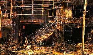Hiện trường tan hoang sau vụ cháy ở Cầu Giấy