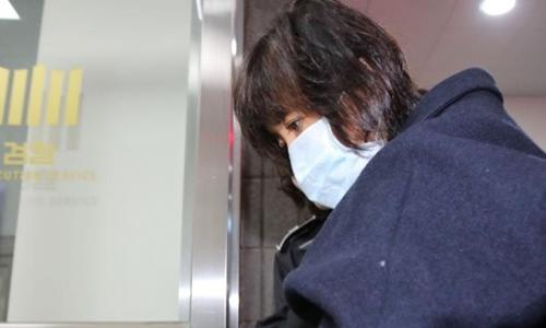 Bà Choi Soon-sil, bạn thân nữ Tổng thống Hàn Quốc Park Geun-hye đang bị tạm giữ khẩn cấp. Ảnh: Reuters.