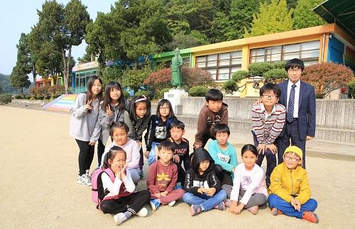 xu-huong-truong-hoc-mini-duoi-20-hoc-sinh-o-han-quoc