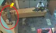 Trộm Macbook trước mặt nhân viên bán hàng