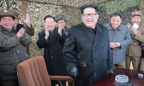 Ông Kim Jong-un thăm đơn vị quân đội Triều Tiên hồi tháng 4. Ảnh: KCNA.