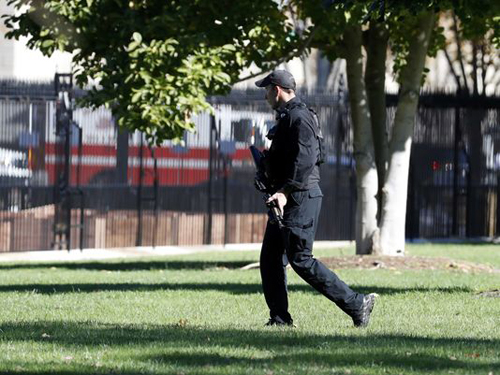 A U.S. Secret Service officer walks the White House grounds Nov. 5, 2016, near the North Portico during a lockdown after a Secret Service officer noticed a man with a weapon in a holster walking on Pennsylvania Avenue.