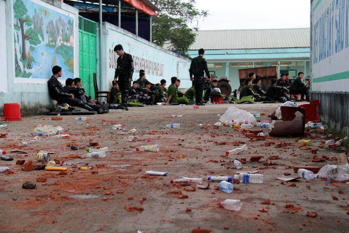 Hơn 100 học viên cai nghiện đốt trại, ném đá cảnh sát