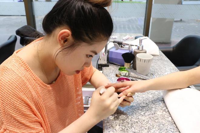 Làm nail - nghề tay trái của du học sinh Việt tại Australia