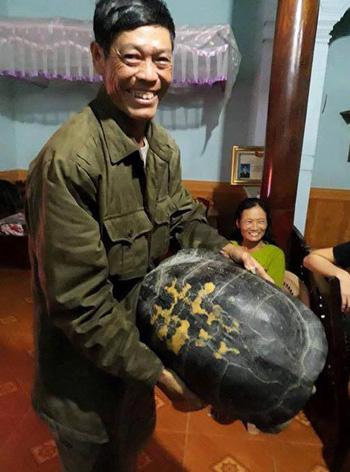 nguoi-dan-bat-duoc-rua-nang-16-kg