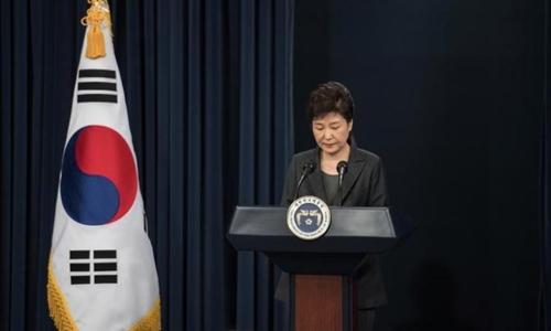 Tổng thống Hàn Quốc Park Geun-hye tuyên bố chấp nhận việc quốc hội chọn ra thủ tướng. Ảnh: Reuters.