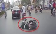 Thanh niên ngã nhào vì vừa chạy xe vừa nhắn tin