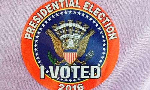 Huy hiệu I Voted trong ngày bầu cử Mỹ. Ảnh: USA Today.