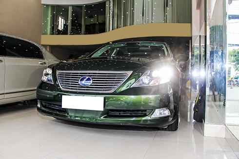 lexus-ls600hl-rot-gia-xuong-3-ty-dong-sau-6-nam