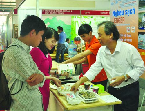 Ngao Lenger giới thiệu sản phẩm mới tại Vietnam Expo 2015. Ảnh: tomgiongthienphu