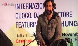 Đầu bếp Italy biểu diễn cắt gọt rau củ theo tiếng nhạc