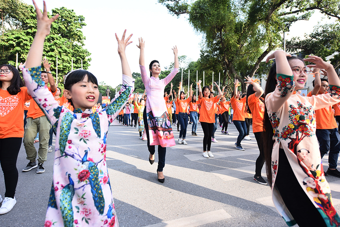 Hàng nghìn bạn trẻ tham gia 'nhảy vì sự tử tế'