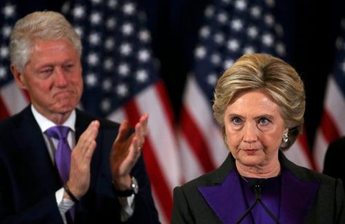 Ứng viên tổng thống đảng Dân chủ Hillary Clinton trong bài phát biểu chấp nhận thua cuộc. Ảnh: Reuters