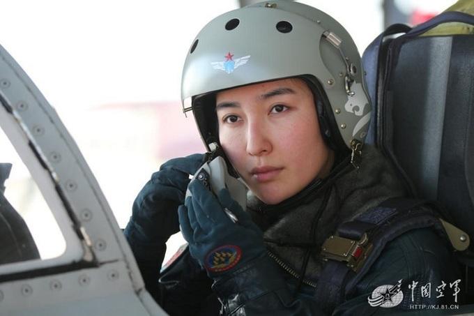Đội nữ phi công lái chiến đấu cơ Trung Quốc