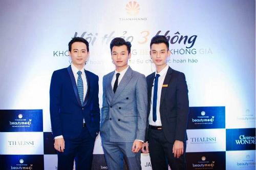 Nguyễn Thế Anh- CEO (giữa) cùng 2 người anh em họ Trương Đình Tùng- Giám Đốc (trái) và Mai Quang Duy- Trưởng phòng Marketing (phải)