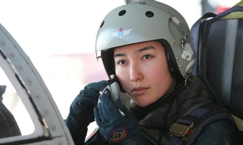 Một nữ phi công lái máy bay ném bom JH-7 của Trung Quốc. Ảnh: Không quân Trung Quốc.