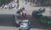 Hai ôtô chèn nhau, tài xế ẩu đả giữa phố Hà Nội