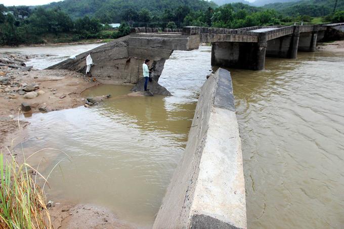 Cầu gãy ở Quảng Nam lộ bên trong ít sắt thép