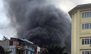 Người dân nghe tiếng nổ trong vụ cháy 3 căn nhà ở Hà Nội