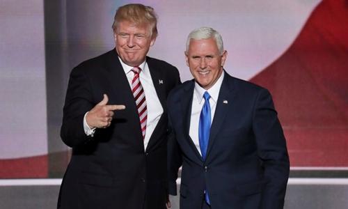 Donald Trump và phó tướng Mike Pence trong chiến dịch tranh cử. Ảnh: AP.