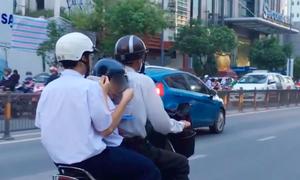 Học sinh xúc cơm ăn trên xe máy để 'chạy sô' học thêm?