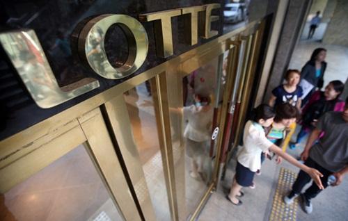 Lối vào trụ sở tập đoàn Lotte ở thủ đô Seoul, Hàn Quốc. Ảnh: